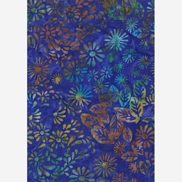 Mangefarvede blomster og blade på blå